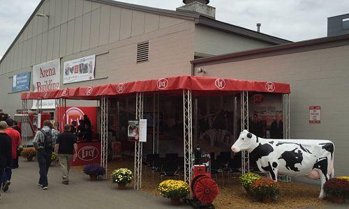 Set-Up-at-The-London-Dairy-Congress-Trade-Show-and-VersaTruss-4